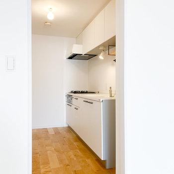 【LDK】キッチンはちょっと奥まっています。