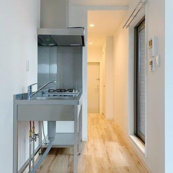 冷蔵庫は手前に置けそうでした◎(※写真は3階の同間取り別部屋のものです)