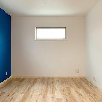 無垢材風な床にときめく。(※写真は3階の同間取り別部屋のものです)