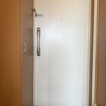 玄関には(※写真は8階の同間取り別部屋のものです)
