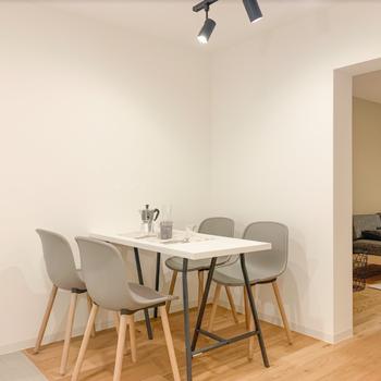 キッチン部分はダイニングテーブル置けそうです※写真は同間取りモデルルームのお部屋となります