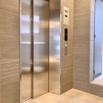 快適なエレベーターで5階まで。