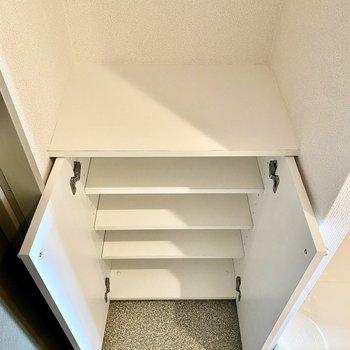 上部に鍵などの小物をおいておくと便利ですよ。