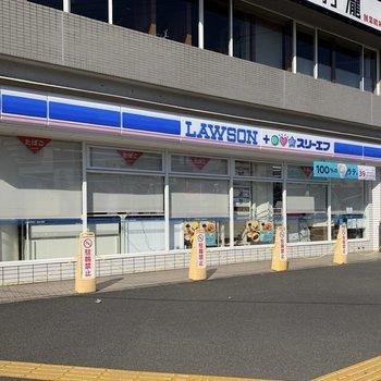 駅周辺にはコンビニがありました。
