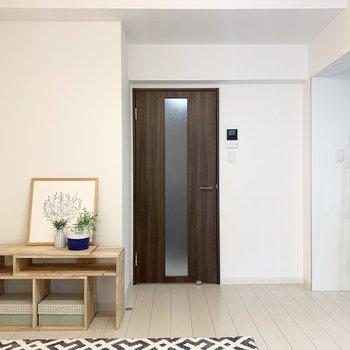 【LDK】左側にはテレビを置こうかな。※家具はサンプルです