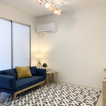 【LDK】北欧風の家具がマッチしそうな内装です。※家具はサンプルです