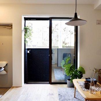 宅配などの際に視線が気になる方は、玄関横にパーテーションを置いてもいいかも。
