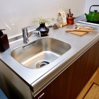 たっぷりと収納できそうです。卓上IHコンロをプラスで用意すると、調理の幅も広がりますよ。