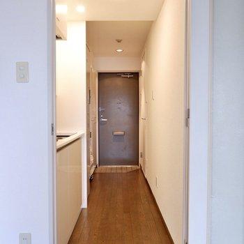 廊下へ。※写真は2階の同間取り別部屋のものです