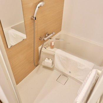 リノベーションできれいになった ブラウンの浴室。ゆっくり疲れを癒やして。※写真は2階の同間取り別部屋のものです