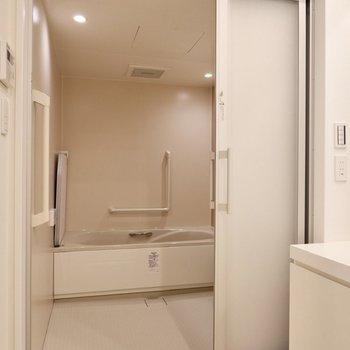 少し料金を払うことで広い浴室でリラックスできるんです。※予約制です
