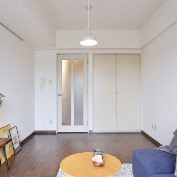 約8.5帖の空間で余裕を持った家具配置ができそうです。※写真は2階の同間取り別部屋のものです