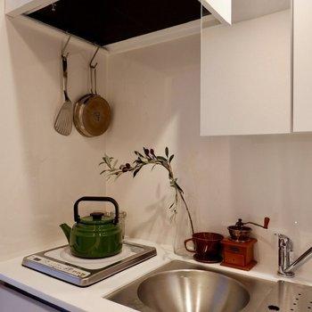 鏡付きでシンクボードをずらすと、なんと洗面台として使えるんです。※写真は2階の同間取り別部屋のものです