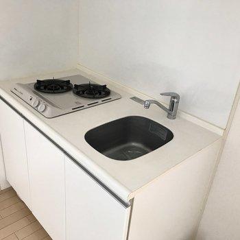 キッチンはシンプルな雰囲気。(※写真は3階の同間取り別部屋のものです)