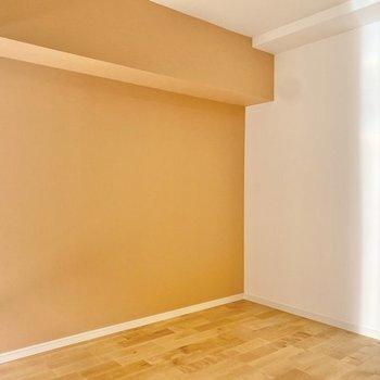 【イメージ】一面はアクセントクロス。お部屋にいるだけで明るい気持ちになれそうなビタミンカラー!