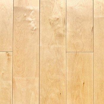 【イメージ】さらさらなバーチの床材。裸足で過ごしたくなる肌触り・・