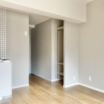 お部屋のかどにちょこん、と見える収納。