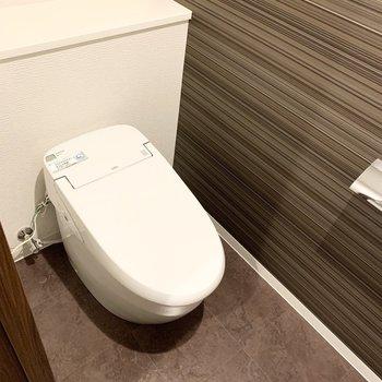 おトイレはタンクレスでスタイリッシュ。(※写真は11階の同間取り別部屋のものです)