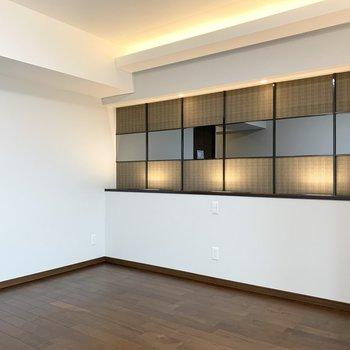 【洋11】ヘッドボードの上に計画された装飾と照明が素敵です。(※写真は11階の同間取り別部屋のものです)