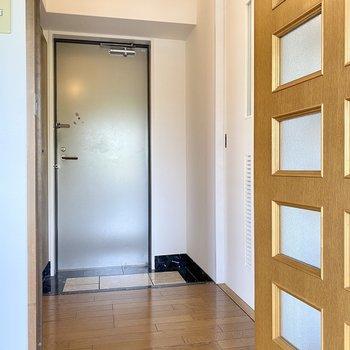 玄関横の扉が脱衣所です。