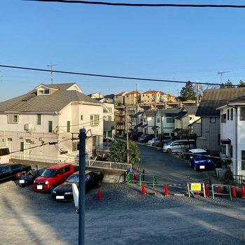 【1階】周辺の住宅街が見えています。