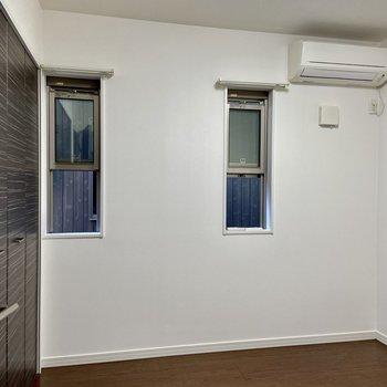 【1階・洋室2】窓が小さめです。