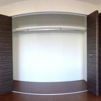 【1階・洋室3】収納も大容量。
