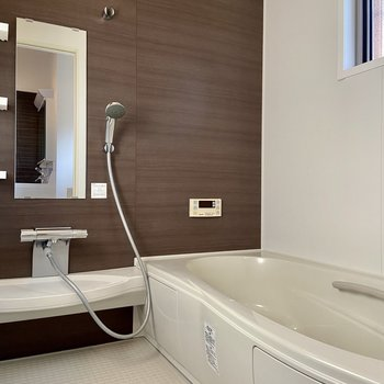 【1階】浴室乾燥や追い焚き付。
