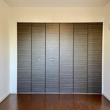 【1階・洋室3】洋室の中では1番広いお部屋になります。