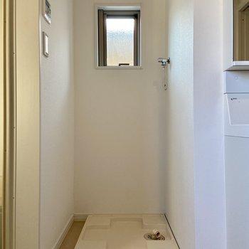 【1階】脱衣所に洗濯機置き場が。