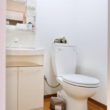 隣にトイレがあります。消臭対策をすると良さそうです。