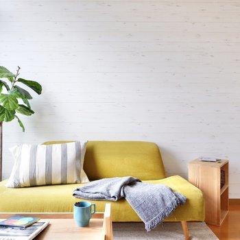 壁の白い風合いと、ナチュラルな家具が似合います。