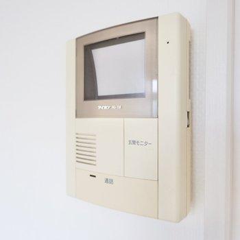 テレビ付きの玄関モニターもありますよ。