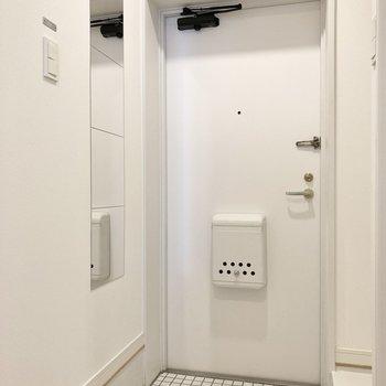 玄関は出入りしやすい広さがあります。