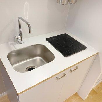【イメージ】1口IHのキッチンは、お部屋にあっても邪魔しないデザイン
