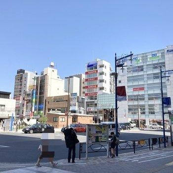 駅からは商店街が広がり、お買い物も便利にできますね。