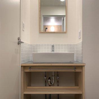 洗面台は大工さんお手製です※写真は5階同間取り、別部屋のもの