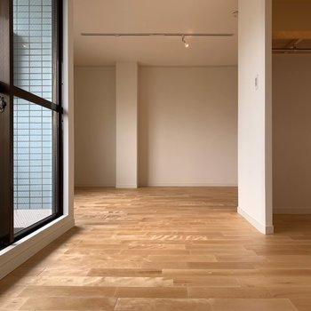 あたたかな光が入り込みます。※写真は5階同間取り、別部屋のもの