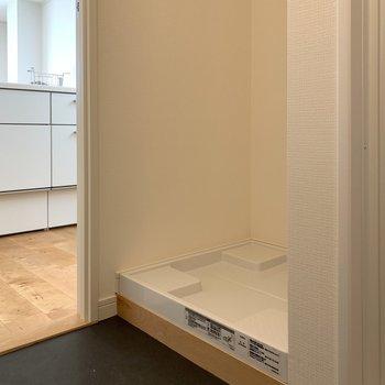 洗濯機置き場は脱衣所に!生活感が隠せます※写真は5階同間取り、別部屋のもの