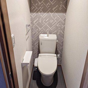 居室側にはトイレ。ウォシュレットつきです。