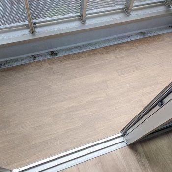 こちらの床もきれいで気持ちがいいです。