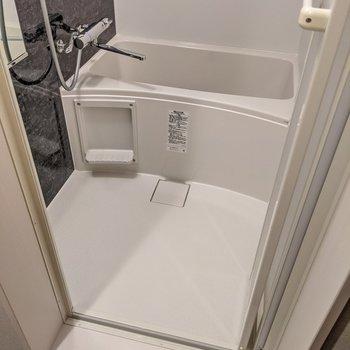 お風呂はサーモ水栓。