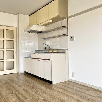 冷蔵庫やキッチン家電はキッチン横に置けますね。