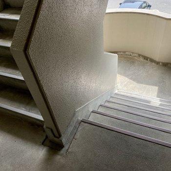 階段幅も狭すぎることはありません。