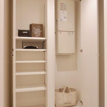 シューズボックス兼物入れ。靴以外のものも収納できますね。※写真は3階の同間取り別部屋のものです