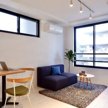 天井が高めで開放感がありますよ。※写真は3階の同間取り別部屋のものです