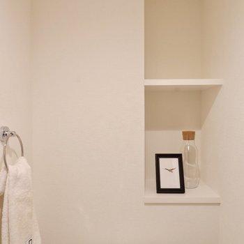 戸棚にはペーパーやちょっとした雑貨を置いておけますよ。※写真は3階の同間取り別部屋のものです