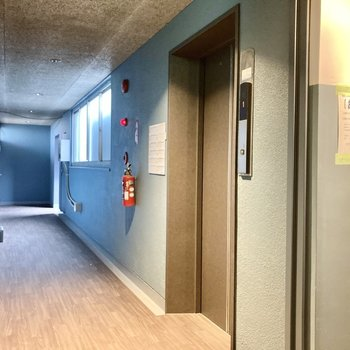 マンションにはエレベーターがついています。移動も楽ちん。