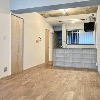 リビングは13帖の広さ。縦長なので家具の配置もしやすいですね。