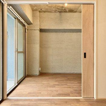 お隣の6.2帖の洋室をみて見ましょう。